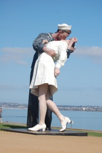 The Kissing Statue  (2)